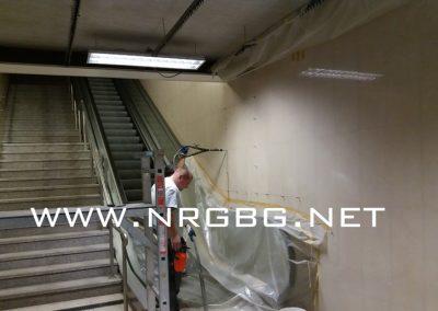 Перон в метростанция